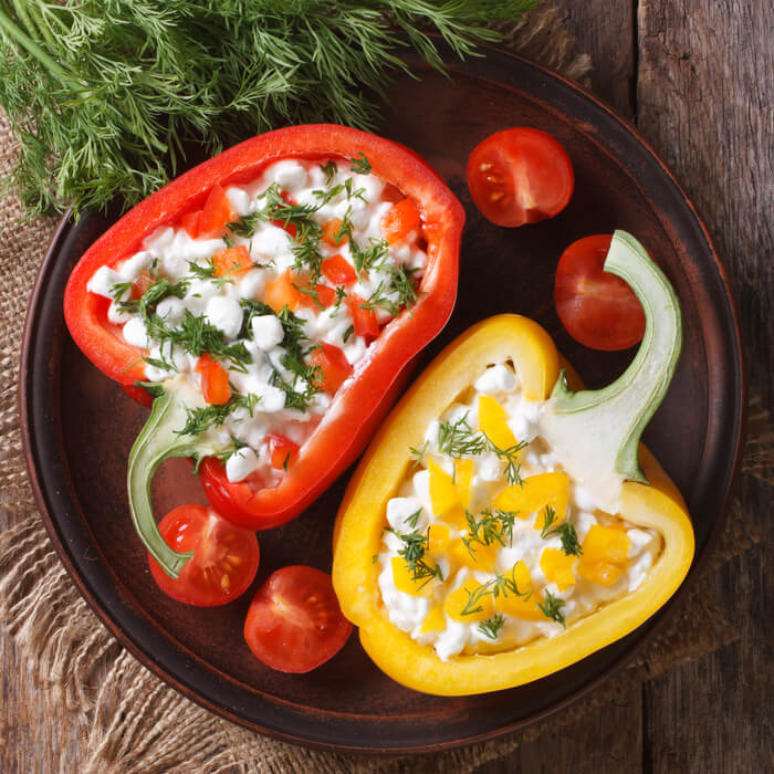 brânză de vaci și salată de paprika